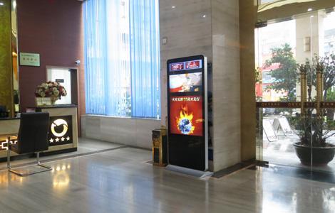卡沃尔立式广告机酒店解决方案(图1)